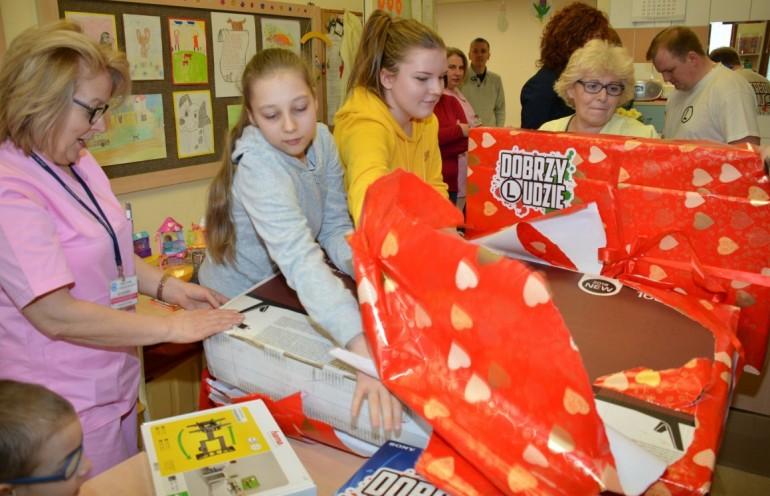 Kibice Legii Warszawa obdarowali Centrum Zdrowia Dziecka