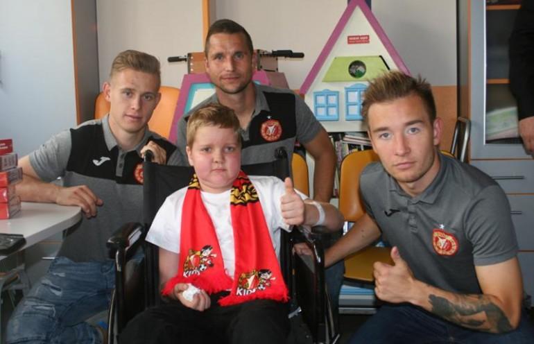 Kibice Widzewa Łódź zachęcają do pomocy choremu Maćkowi