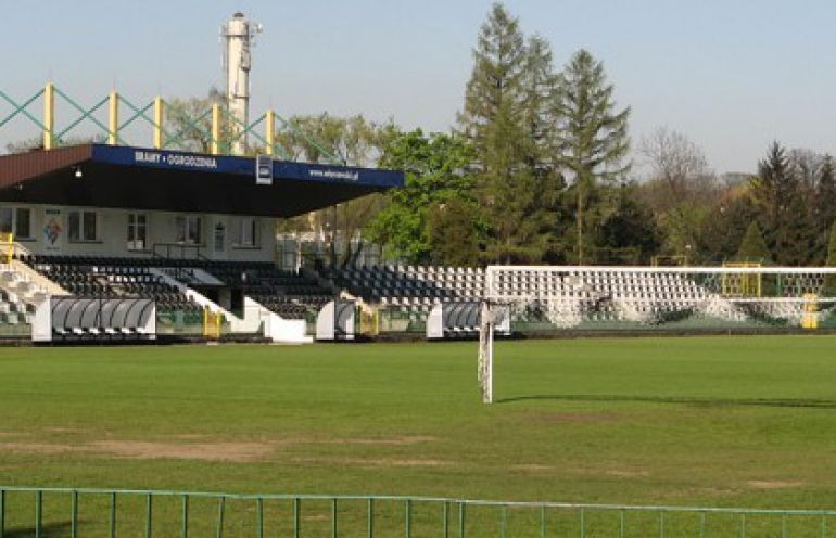 Krzesełka ze stadionu Sandecji dla kibiców