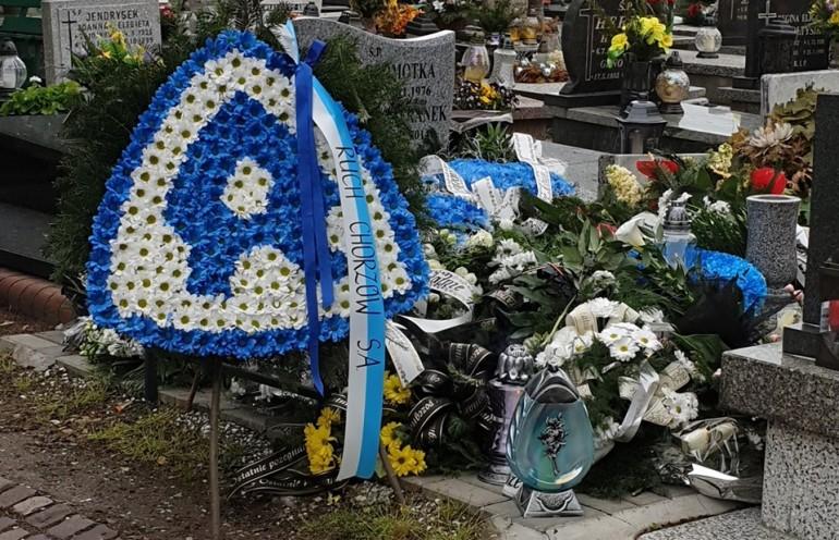 Niebiescy byli obecni na uroczystościach pogrzebowych żony legendarnego piłkarza Ruchu Chorzów