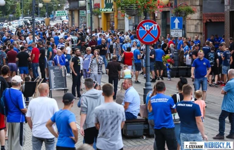 Niebiescy protestowali w sprawie nowego stadionu dla Ruchu