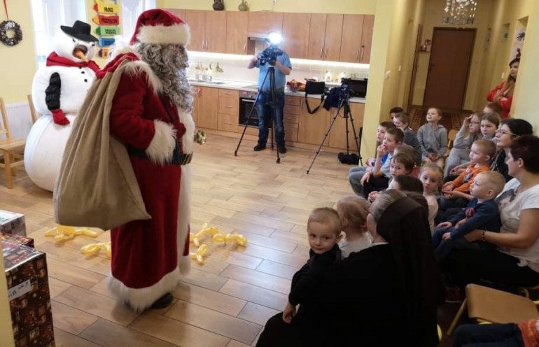 Świąteczna wizyta kibiców Śląska Wrocław w Domu Dziecka