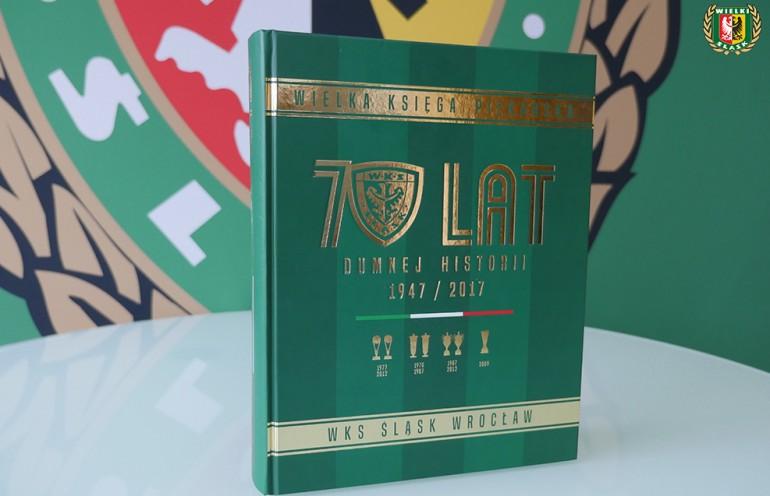 Wielka Księga Piłkarska 70 Lat Dumnej Historii